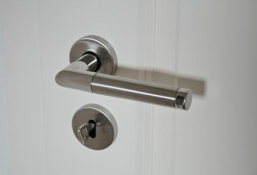 door-handle-625942_1280.jpg